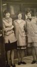 Personeel voor de Unic; rechts Annie de Boer, midden Gepke Zwier en links Ineke Koopmans (foto via Bouine Koopmans)