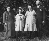 Samuël Wolf  Hij was een zoon van Nathan Wolf en Johanna Daniels Dalsheim. Hij is op 7 mei 1909 met Sara Josina Leefsma getrouwd in Gorredijk. Zij is op 22 november 1939 overleden in Heerenveen.  Hij had eerst een textielzaak in Zuidbroek, maar is later met zijn gezin naar Gorredijk verhuisd, waar hij de textielzaak aan de Langewal van zijn schoonvader Heiman Leefsma overnam.