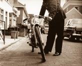 Brommerprobleem Hoofdstraat 1960 (foto Fred Kok)