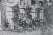 Jan Anne Lycklama Nijeholt en zijn dochter Erita Ena Romelia (1845-1902) in rijtuig bij hei Lycklamahûs in Beetsterzwaag.
