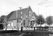 Dit huis op de hoek Brouwerswal/ 't Weike in Kortezwaag werd gebouwd in opdracht van Walter Ubles. Foto 1983
