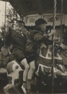 In de draaimolen tijdens het schoolfeest met Bonne Talsma en ?? in 1956. (foto: Bonne Talsma)