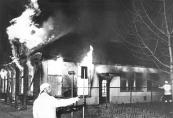 De brand van cafe Hoekstra annex ''Ponderosabar'' aan het Easterein te Kortezwaag in april 1979.