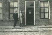 Brouwerswal 60 Het echtpaar landheer? Foto via W.R.C. Alkemade archivist Regionaal Historisch Centrum  Rijnstreek en Lopikerwaard