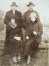 Groepsfoto, met rechts Johannes en Margje Koelma  (foto: Francis Van't Klooster ).