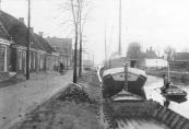 In de Zuid-Oosthoek van onze provincie, niet ver van Gorredijk ligt het vredige dorpje Kortezwaag waarvan wij hier een foto geven. (Tekst uit kranteknipsel)