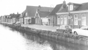 De afbraak van het zeer oude dubbele woonhuis nrs. 3 en 4 aan het Easterein in Kortezwaag is voor de helft geklaard.
