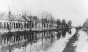 Jan Eisenga stuurde in oktober 1878 bericht aan het gemeentebestuur, dat hij van plan was tussen Gorredijk en het Oostereind in Kortezwaag, 24 woningen te bouwen. Hij verzocht deze huizen onder het beheer van Gorredijk te brengen en had daarmede een vooruitziende blik.