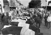 De jaarlijkse veemarkt op 26 oktober 1987 aan de Hoofdstraat te Gorredijk.