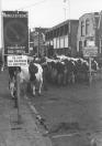 Jaarmarkt op 25-10-1975 aan de Hoofdstraat te Gorredijk.