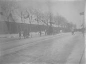 De buurtvereniging van Kortezwaag houdt hardrijden op de vaart. Op de achtergrond de Langewal.