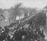 De najaarsmarkt omstreeks 1925 in de Hoofdstraat met een onafzienbare rij koeien.