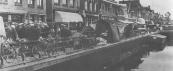 De voorjaarsmarkt op 7 mei 1933 aan de Langewal. Het aantal kramen was in die jaren beduidend minder dan tegenwoordig.