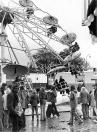 Najaarskermis  1974, De talrijke buien hebben er voor gezorgd dat ook de Gordykster merke deze herfst een natte bedoening werd, een Kermis in de regen bij wijze van spreken. Maar tussen de buien door was het droog en in die perioden moesten de exploitanten hun slag slaan. Het werd ook voor hen geen boppeslach, maar de Gordyksters brachten toch zoveel belangstelling op dat Gordykster merke ook dit jaar redelijk slaagde.  (op de foto de Skilift van familie Bosma/de Vries)
