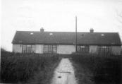 Kippenhokken, bijgenaamd de barakken, verbouwd tot 4 woningen. Ze stonden in Kortezwaag, ten zuiden van Gorredijk. Oorspronkelijk waren het noodwoningen voor Belgische vluchtlingen tijdens de Eerste Wereldoorlog.