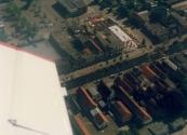 Luchtfoto Brugt Mulder 1985. De Compagnonsvaart met de nieuwbouw in de hoek Langewal- Formanjestrjitte.