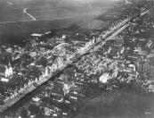 Deze luchtfoto werd omstreeks 1931 gemaakt.