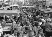 Drukte in de Hoofdstraat op de najaarsmarkt in Oktober 1989
