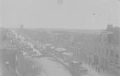 De kermis werd in vroegere jaren aan de Brouwers- en Langewal gehouden. Hier staan nog een vijftal kramen aan de Brouwerswal, maar halverwege de 19e eeuw stonden de draaimolen en zweef bij het voetbruggetje. Wegens overlast werden deze verplaatst naar de Zuid-West Dubbele straat. De foto werd voor 1910 gemaakt.