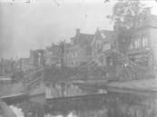 Het nog steeds aanwezige voetbruggetje tussen Lange- en Brouwerswal.