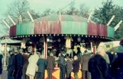 De eerste kleurendia's van de kermis uit de jaren 60, foto gemaakt door Feikema Dit betreft het spel Balco Rotor van de familie Venekamp.