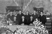 Friesche Maatschappij van Landbouw, afdeling Gorredijk vierde het 100-jarig bestaan 1853-1953. Het bestuur v.l.n.r. zittend: J.v/d Meulen, Kortezwaag, J.J.Bakker, Kortezwaag, Arj. Sietzema, Beetsterzwaag. Staand: B.Visser, Terwispel, H.Brander, Terwispel, W.de Jong, Beetsterzwaag,