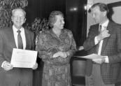 In 1991 werden de heren E.Huisman en G.Siebinga benoemd tot erelid van ''Het Nut''. Hier de uitrijking van de bijbehorende oorkonde.