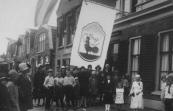Johannes v/d Kooij had zich plm. 1900 als kippenfokker in Terwispel gevestigd. In 1923 kocht hij het huis van Doekele Sjoerds Nauta aan de Kerkewal en begon hij met verkoop van kippenvoer. Bij de opening van het bedrijf hing er een vlag met de text: ''Van der Kooij, dat is't adres''.