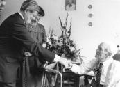 Hendrik Krist (96) en Hermina van der Duim (97jaar) waren op 5 augustus 1984 75 jaar getrouwd. Hans Wiegel, com. der Koningin in Friesland bezocht hen in verzorgingstehuis de ''Miente'' te Gorredijk.