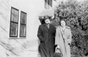 Jelle de Boer en zijn vrouw Elenor voor hun eerste huis in Waco, Texas.