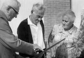 Op 10 Augustus 1967 bood Hendrik Heringa een geschenk aan namens de burgerij van Gorredijk, aan Abraham Godschalk en diens vrouw Sara. Godschalk was de grondlegger van de vriendschapsrelatie tussen Israël (Ra'anana) en Opsterland. Abraham en Sara werden benoemd tot ereburgers van Gorredijk.