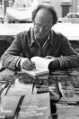 Rink v/d Velde signeerde in juli 1984 in de winkel van Thom Broekema aan de Molenwal te Gorredijk zijn nieuwste boek  de wrâld is rûch