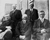Bestuur Plaatselijk Belang Kortezwaag in 1935, Staande Siebe de Boer, Keimpe Blom. Zittende: B.Wapstra, Br.Kielstra en O.de Vries.