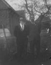 Gjalt Douwes van Dam en Jan Ruurs Eisenga, beiden socialist en geheelonthouder, waren vrienden. Beiden werden onderwijzer, Jan om zijn socialistische ideeën een paar keer afgewezen, stond in Gorredijk,  Gjalt in Spitsendijk.